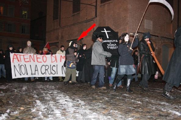 Giuditta Pini, futuro parlamentare al funerale dell'Univesità e della scuola pubblica. 2008