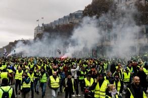 Gilets-jaunes-samedi-24-novembre-Champs-Elysee_0_729_486