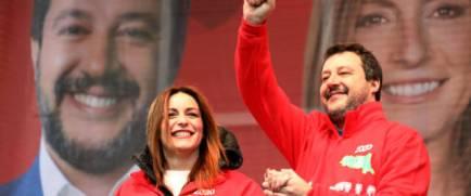 Matteo Salvini e Lucia Borgonzoni, candidata alla presidenza della regione Emilia-Romagna per la Lega, in piazza Libert‡ a Maranello, 18 gennaio 2020. ANSA / ELISABETTA BARACCHI